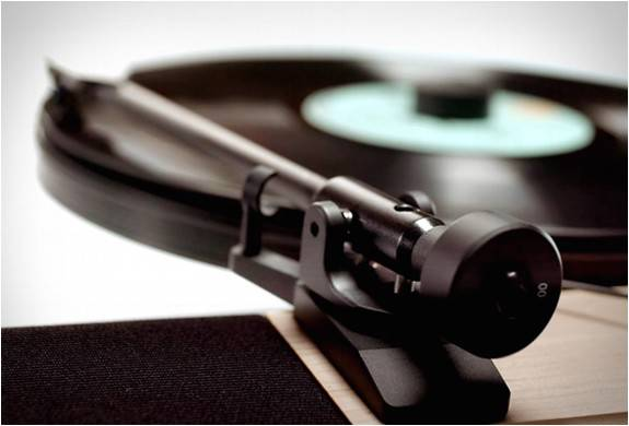 4538_1438726927_floating-record-vertical-turntable-6.jpg - - Imagem - 6