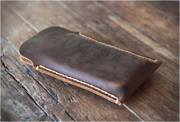 CARTEIRA DE COURO PARA IPHONE 5 - DISTRESSED LEATHER IPHONE 5 CASE - Imagem - 2