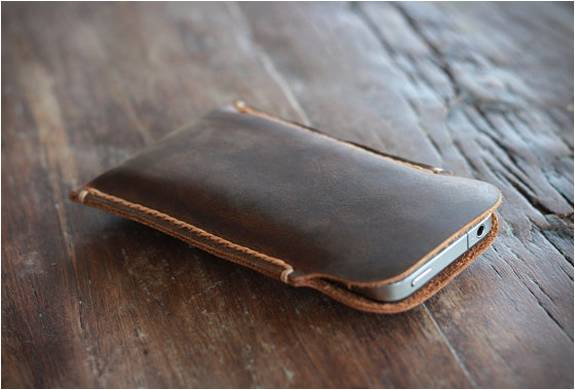 CARTEIRA DE COURO PARA IPHONE 5 - DISTRESSED LEATHER IPHONE 5 CASE - Imagem - 4